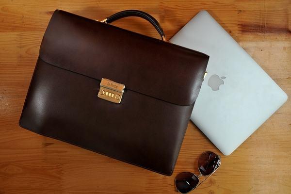 bi-kip-chon-mua-tui-dung-laptop (2)