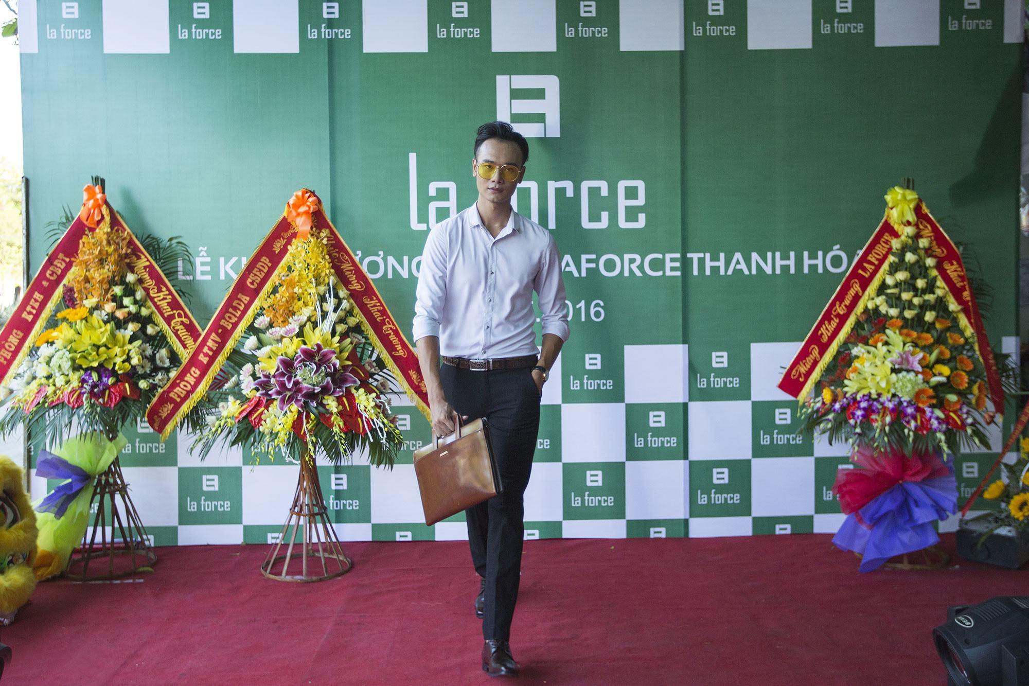 Màn trình diễn các phụ kiện của LaForce của các người mẫu hàng đầu đến từ Hà Nội