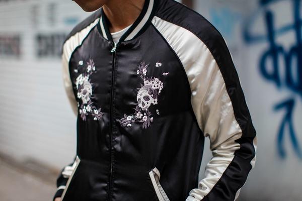 Kiểu áo là sự kết hợp giữa thời trang Âu và Á