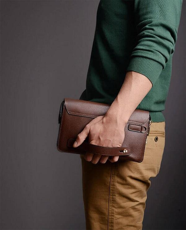 cách cầm ví cầm tay