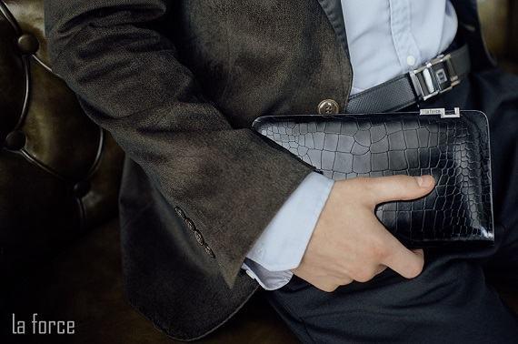 Bộ sưu tập ví cầm tay 2021