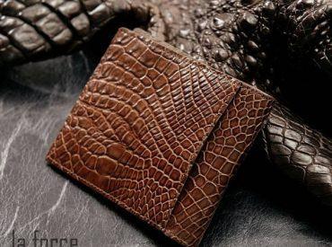 Bóp da cá sấu giá bao nhiêu? Bật mí chi tiết giá các loại ví nam da cá sấu tại Laforce!