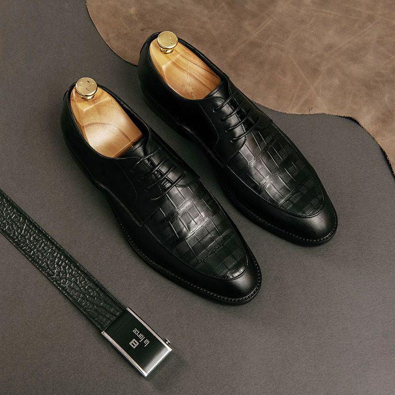 giày mang với quần jean