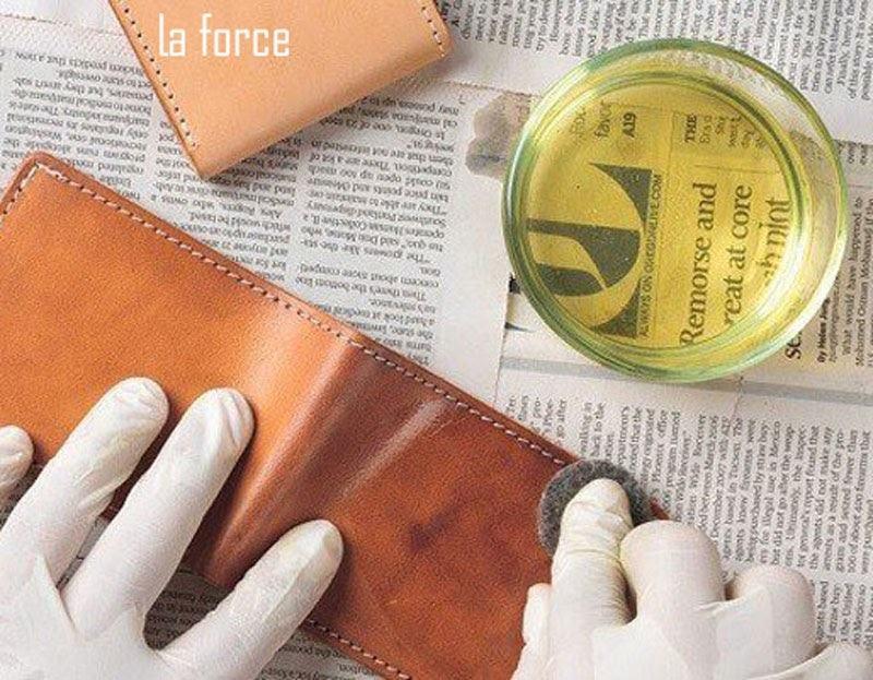 cách làm sạch ví da