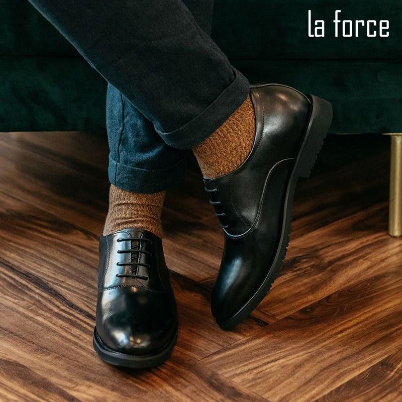 giày đen đi tất gì
