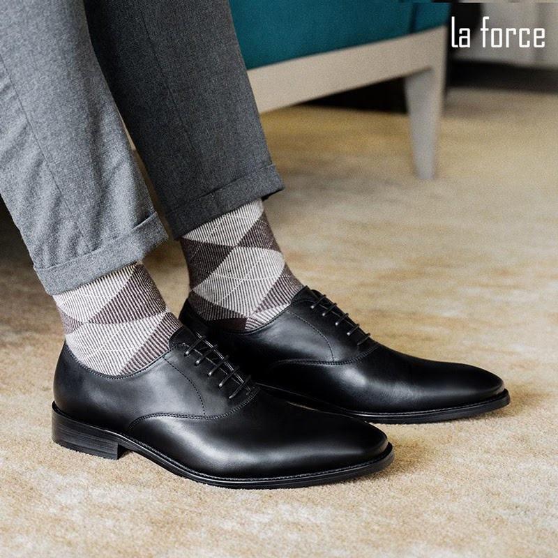 giày đen đi tất màu gì