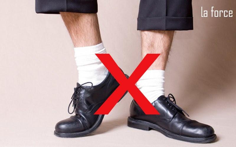 giày đen tất trắng