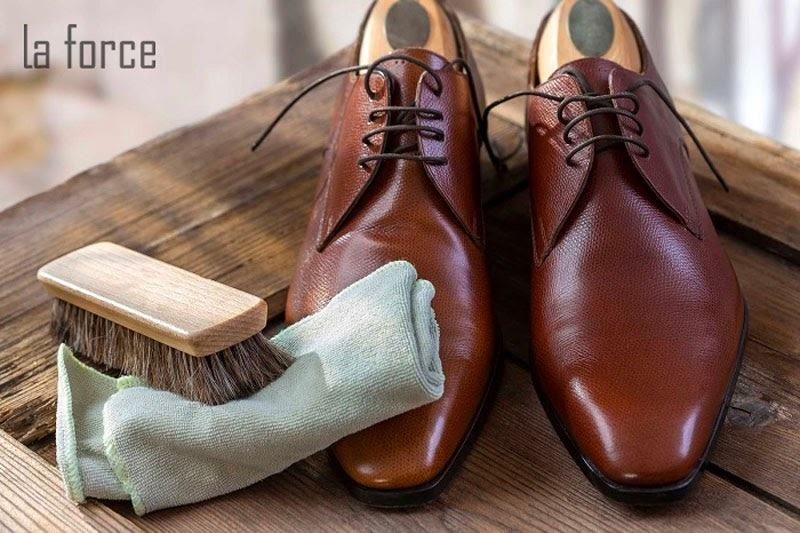 bảo quản giày da sáp