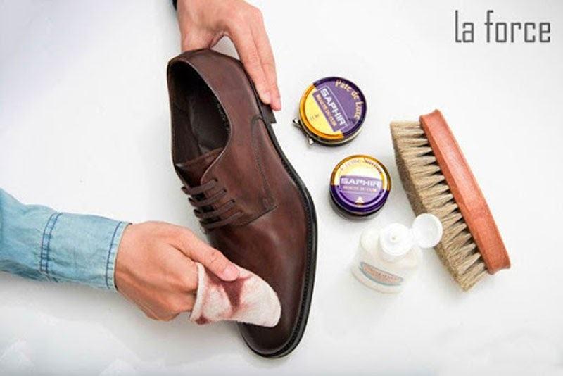 cách khắc phục giày da bị nhăn