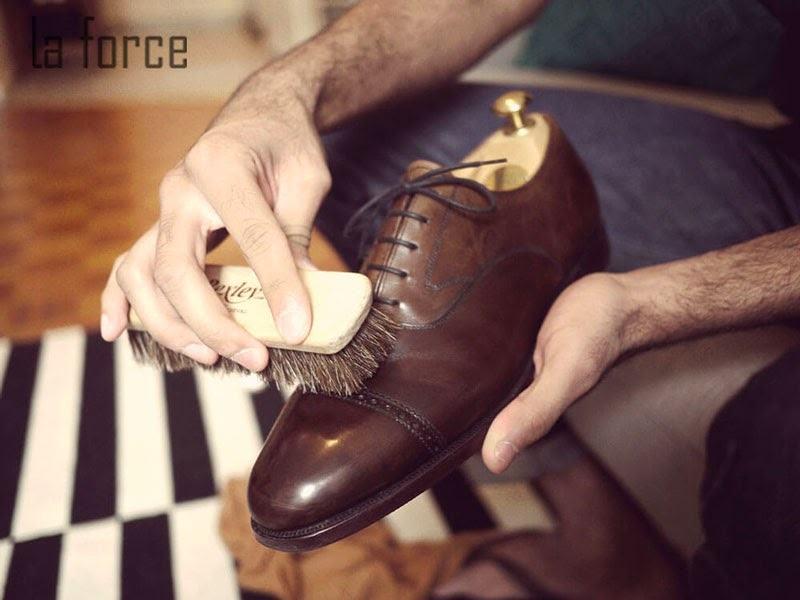 cách vệ sinh giày da bóng