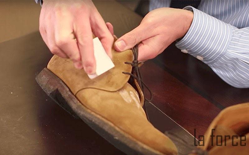 vệ sinh giày da lộn bằng tay