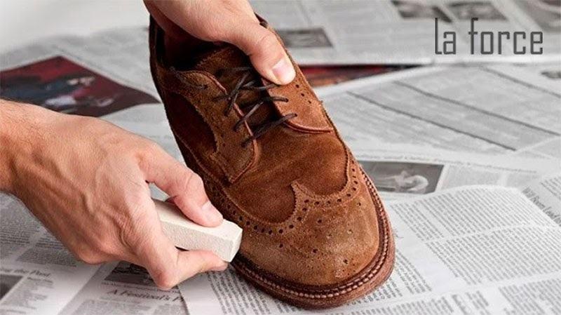 xử lý giày da bị mốc