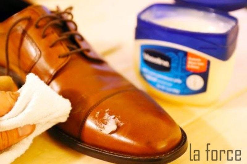 xử lý giày da bị nhăn
