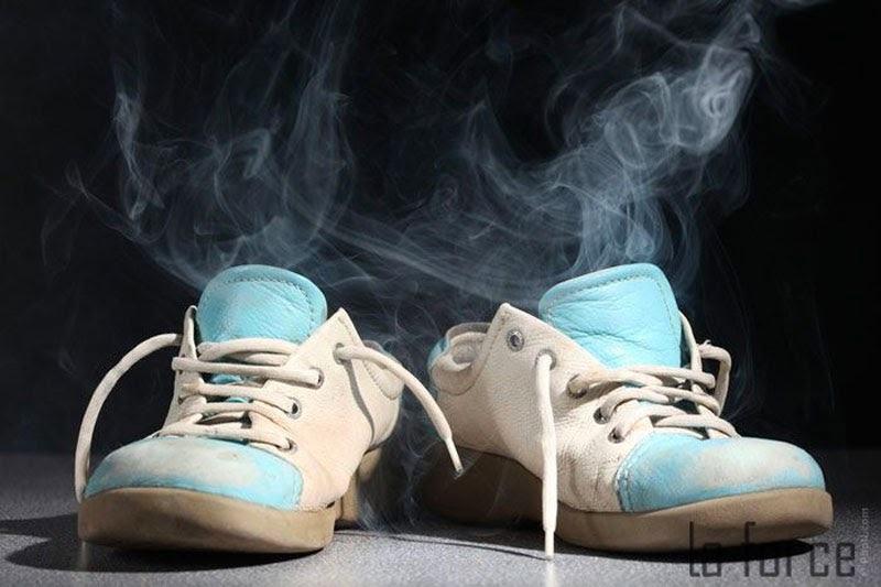 cách làm giày hết hôi