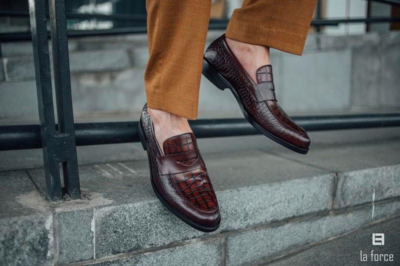 cách làm mềm giày mới mua