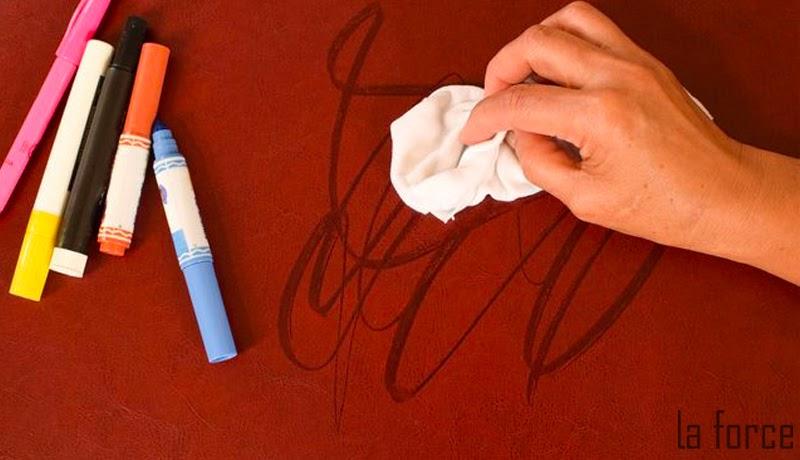 cách tẩy mực bút bi trên túi da