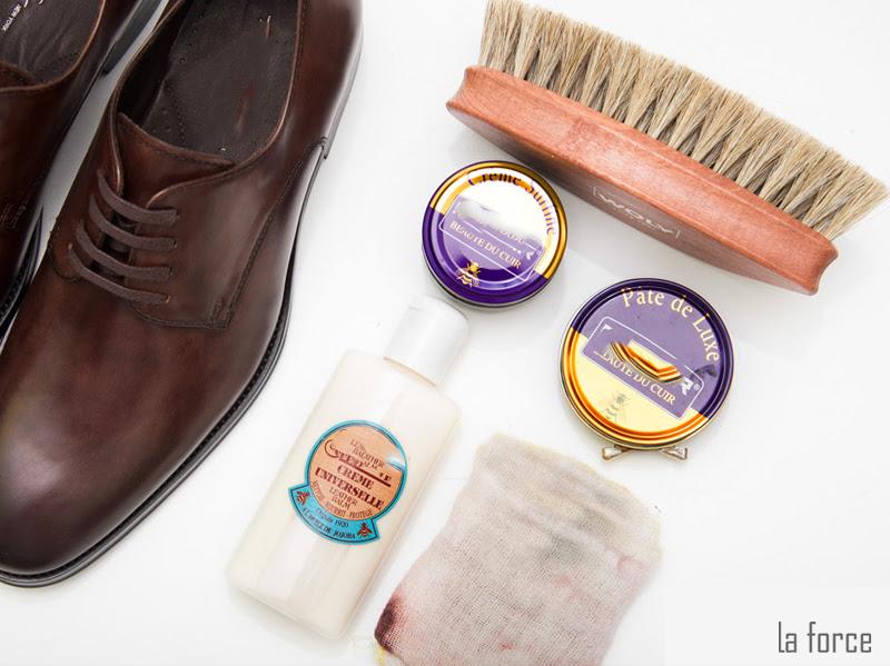 cách đánh xi giày