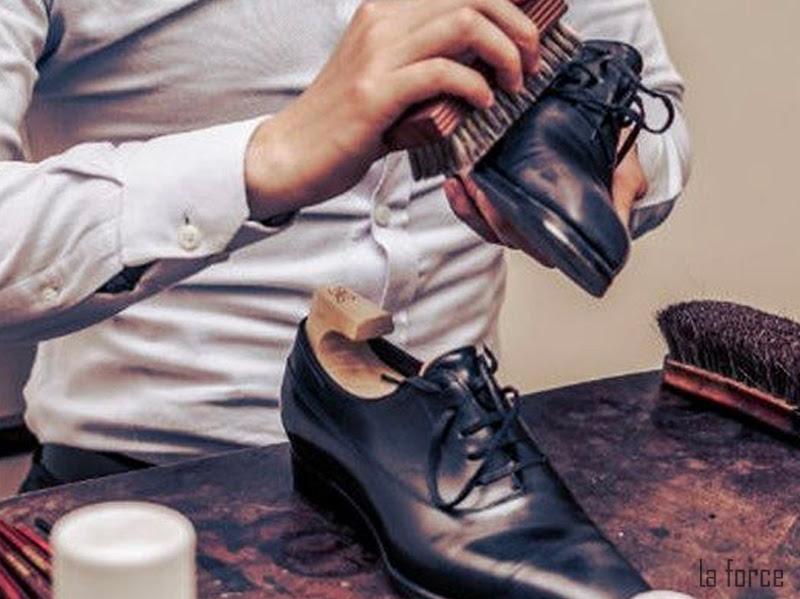 đánh xi giày