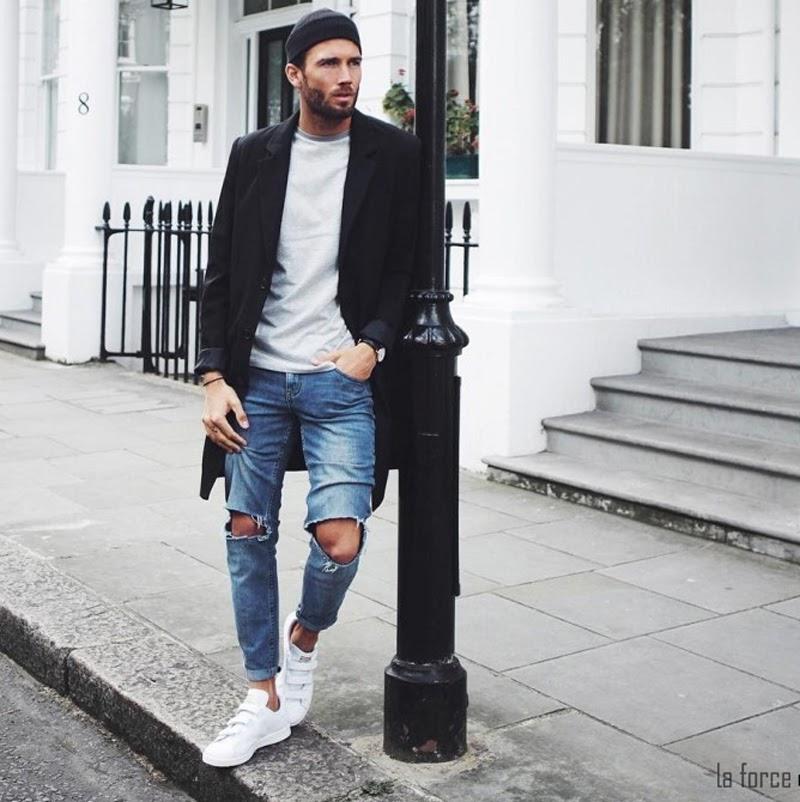 quần jean với giày trắng